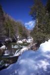 おしどり隠しの滝と氷柱