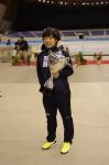 ワールドカップを持つ小平奈緒選手