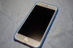 純正カバーをつけたiPhone 6